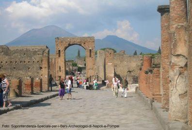 Sítios arqueológicos, ruínas e santuários: viagens no tempo