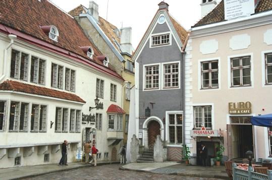 Praça central em Tallin, Estônia