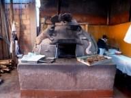 Tradicional forno a lenha em Pisac, vale Sagrado dos Incas, Peru