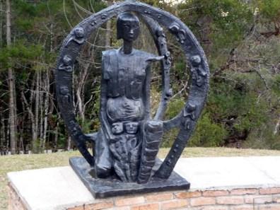 Escultura no Museu Felícia Leiner