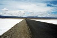 Estrada que corta a Salina Grande, Argentina