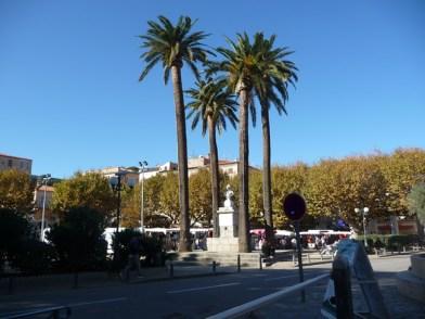 Calvi, praça no centro