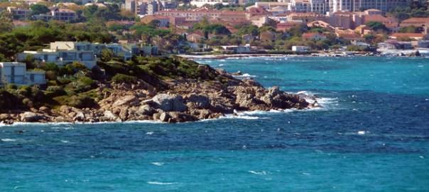 Cavi vista do mar
