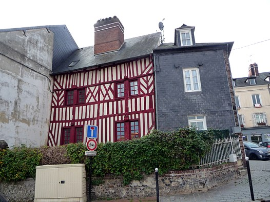 Normandia, Honfleur, construção típica