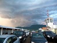 Balsa em dia de tempestade