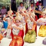 Cerimônila em templo em Bangkok