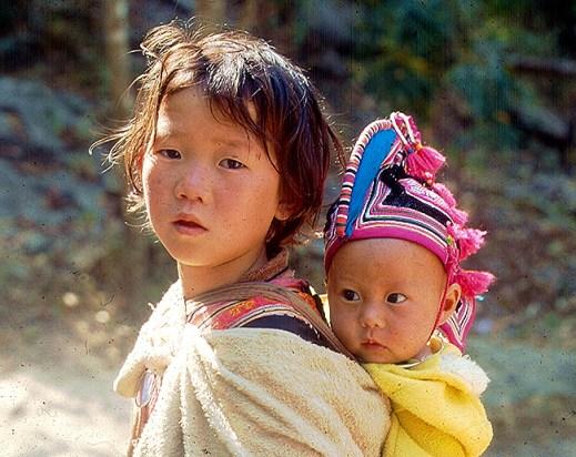 Crianças no norte da Tailândia