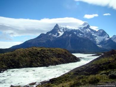 Torrente em Torres del Paine, Chile