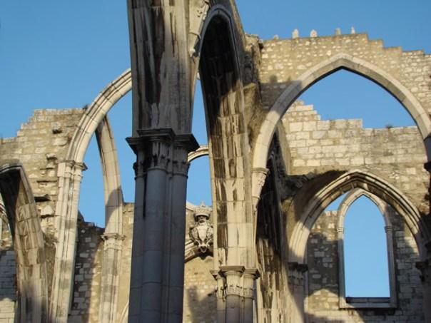 Ruinas da igreja do Carmo, destruída pelo terremoto de Lisboa de de 1º de novembro de 1755,