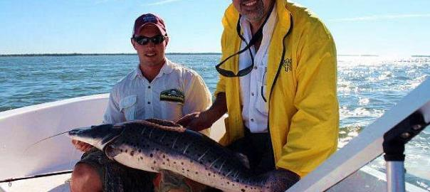 Pescando, na Argentina, no rio Paraná