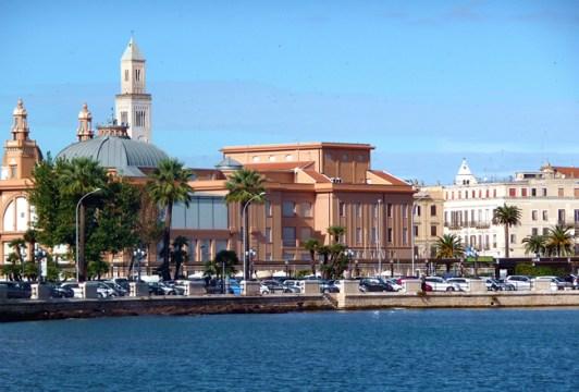 Bari, parte moderna junto do mar