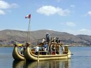 Peru, lago Titicaca, barco construído com totora