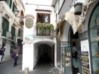 Rua em Amalfi, Costa amalfitana, Itália
