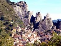 A medieval Castelmezzano, Itália