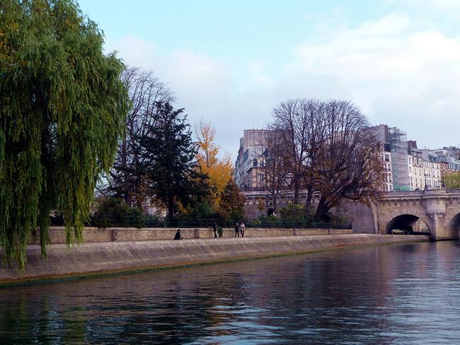 França, Paris, ponta da Île de la Cité, outono