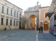 Lecce, centro histórico com arcos e palácios