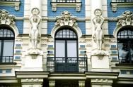 Detalhe Art Nouveau em um prédio de Riga, Letônia, Construção medieval em Tallin, Estônia, Centro Histórico de Tallinn, Estônia, Centro de Riga, Letônia, Castelo na cidade de Trakai, perto de Vilnius, Lituânia, Europa Oriental