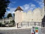 Provins, protegida por muralhas medievais, França