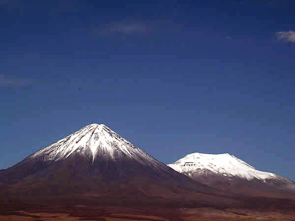 Vulcões no Deserto do Atacama, Chile