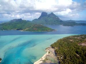 A laguna de Bora Bora, os diferentes tons de suas águas