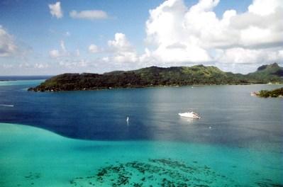 Foto aérea da laguna de Bora Bora