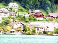Casario junto do lago de Lucerna