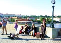 Músicos na Ponte Carlos em Praga