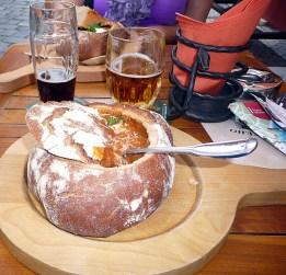 Praga sopa no pão