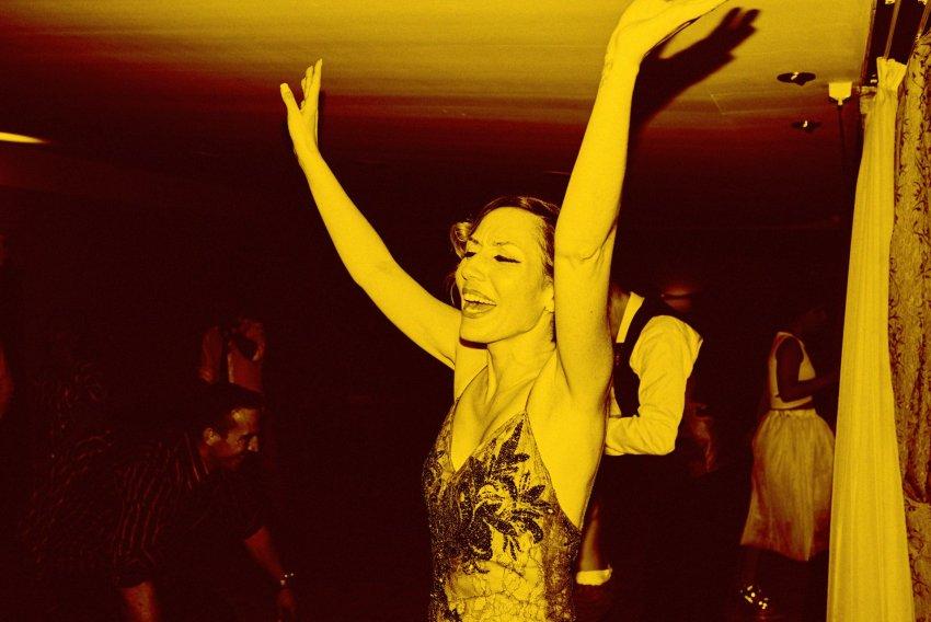 boda-fiesta-invitados-virado-yellow-monocromo