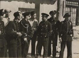 Comandante Ristori con los oficiales y Guardias de Asalto que tomaron Telégrafos