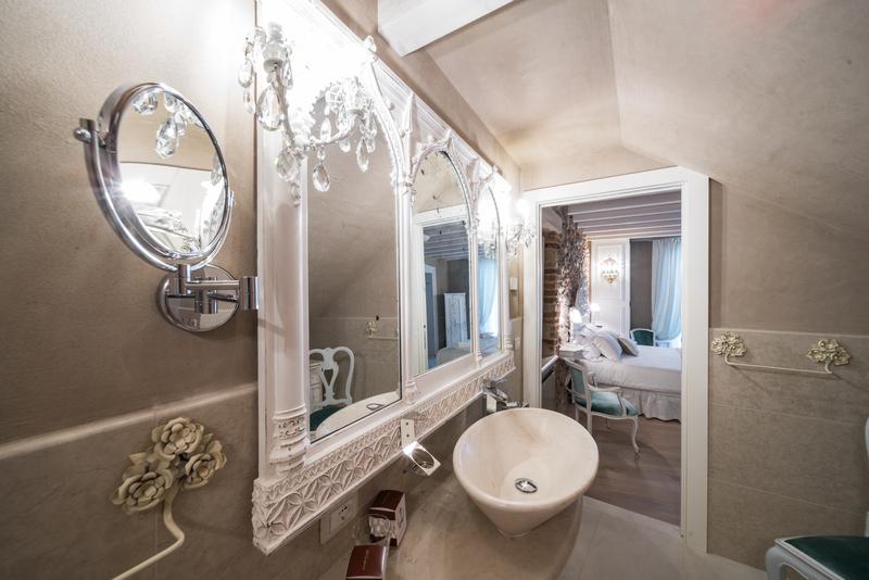 bagno della Suite Victoria della Regia Rosetta Royal Rooms