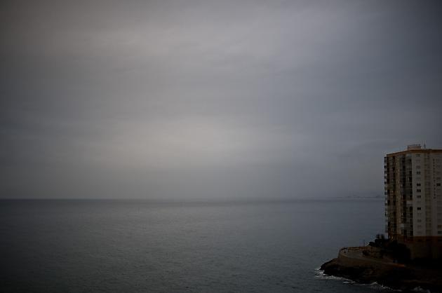 Bilder von dort – Hochhaus am Meer