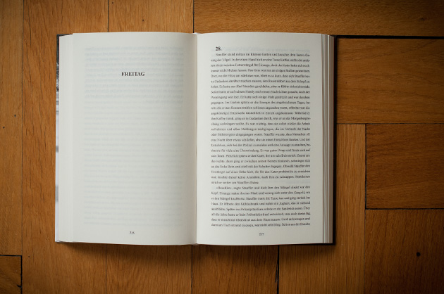 Buchgestaltung – Der schöne Tod, Doppelseite mit Kapitelanfang