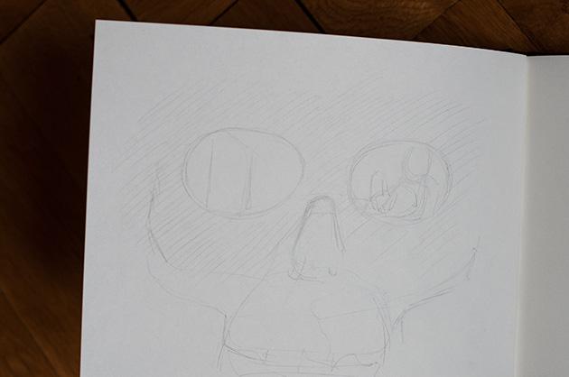 Grobskizze mit Bleistift, Ausschnitt eines menschlichen Schädels als Frontalansicht