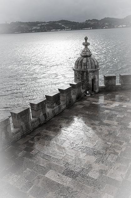 Torre de Belém. Blick auf die Terrasse aus dem zweiten Stock.