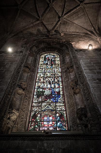 Kirche des Hieronymitenklosters, kunstvoll verziertes Kirchenfenster