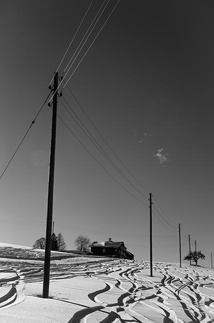 Strommasten im Schnee