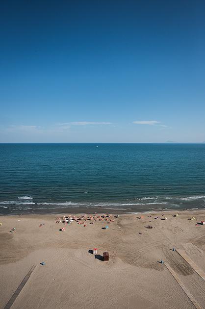 Der Strand von Cullera und Ausblick aufs Meer von einem Hochhaus aus. Nikon D810, 20mm/1.8