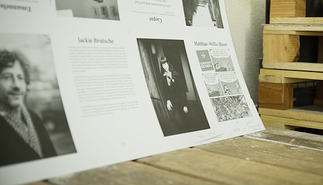 Murifeldbuch – Abstimmen bei Tanner Druck in Langnau. Beitragsbild mit einem fertig gedruckten Bogen.