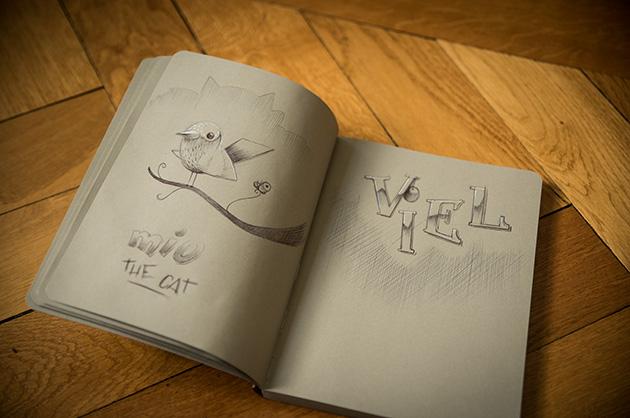 Doppelseite aus dem Skizzenuch. Auf der einen Seite eine Katzensilhouette und ein Vogel – auf der anderen ein Schriftzug «viel»