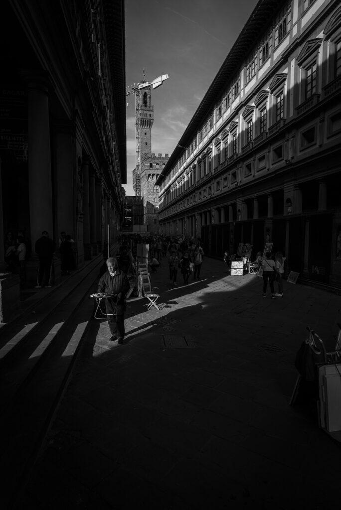 Platz in Florenz mit Verkäufer, Schwarz-Weiss-Aufnahme