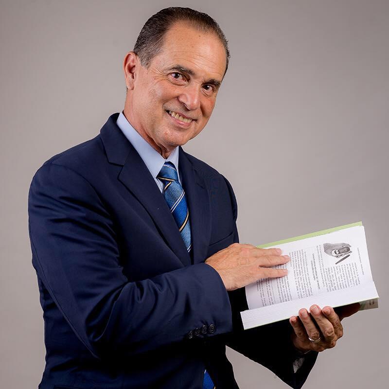 frank suarez holding a book