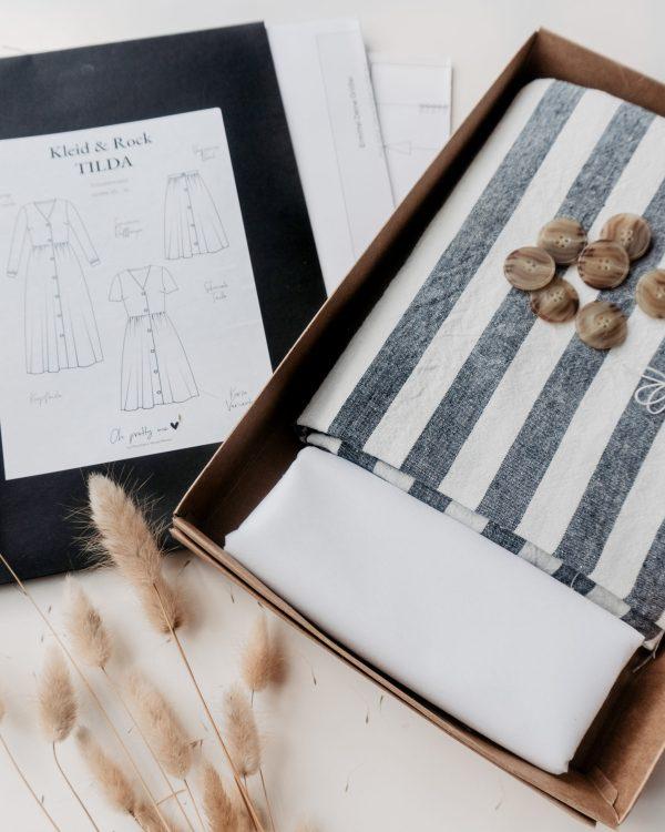 nachhaltiges DIY Naehset Naehkit Leinenstoff blau weiss gestreift E Book Schnittmuster Langes Kleid 2 scaled