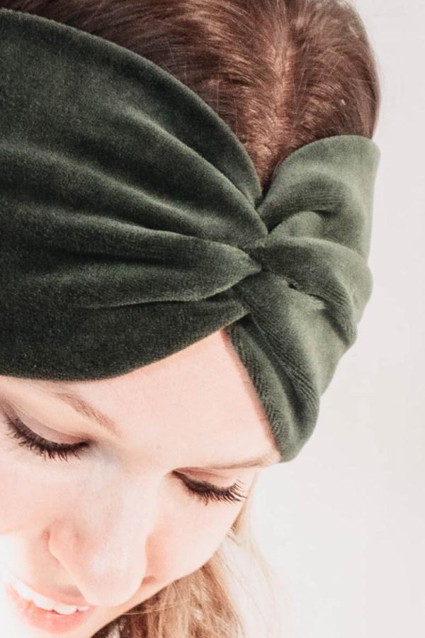 Nachhaltiges Stirnband RUFFLE Green Biobaumwolle handgefertigt in Deutschland Nicki Gruen 2 <ul> <li>Handgefertigt in Deutschland</li> <li>100% Baumwolle (Bio)</li> <li>vegan</li> </ul>