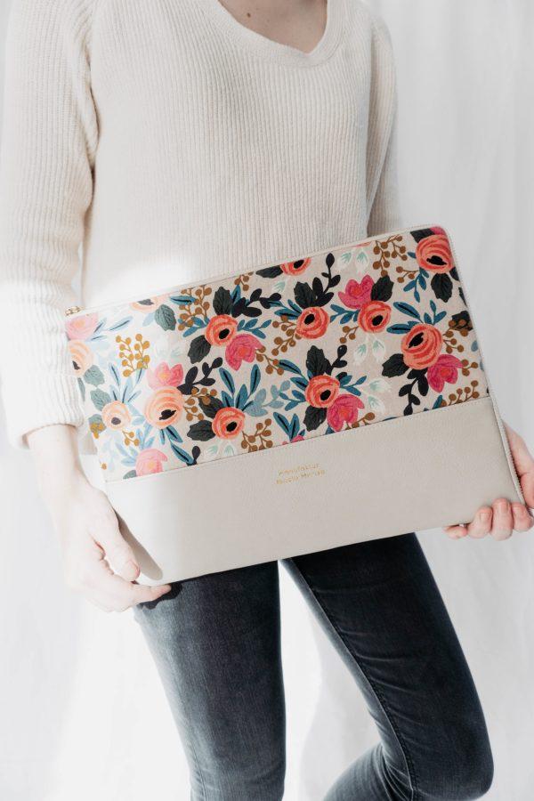 WILD ROSES nachhaltige Laptophuelle 13 Zoll Handgefertigt in Deutschland 3 scaled Laptophülle WILD ROSES
