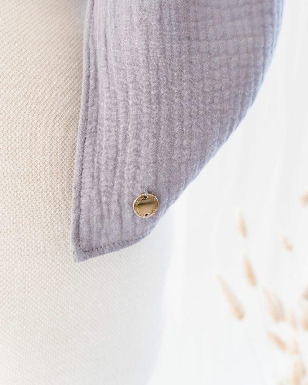 Logo am nachhaltigen Schal von Manufaktur Nicola Marisa