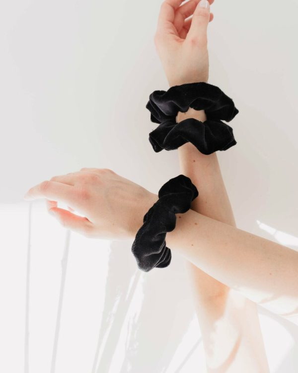 Scrunchie am Arm Faishion trend 2021