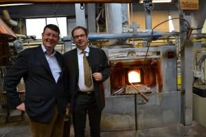 Wigmar Bressel vom Verband Deutsche Manufakturen zu Gast bei Ralf Müller von der Glasmanufaktur Dorotheenhütte, Wolfach