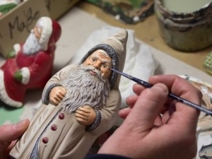 Manufakturen-Blog: Alle Produkte von Marolin werden sorgfältig von Hand bemalt (Foto: Christian Forkel)