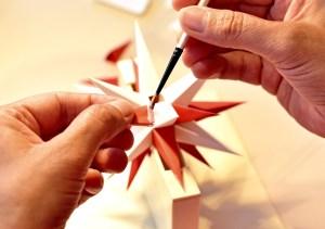 Manufakturen-Blog: Herrnhuter Sterne zeigt die Fertigung (Foto: Manufakturhaus)